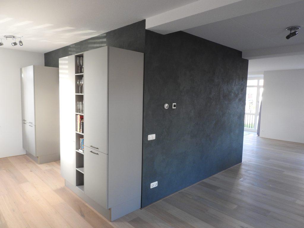 Woonkamer met Limestone Concrete van Boss Paints